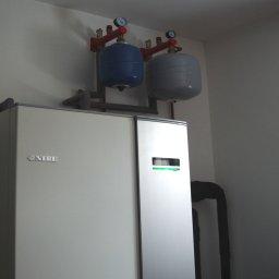 Montaż pompy ciepła w modernizowanym domu jednorodzinnym w Kochanówce (gm. Lidzbark Warmiński)