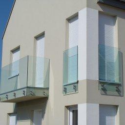 Wykonujemy cało szklane antresole i balkony francuskie.