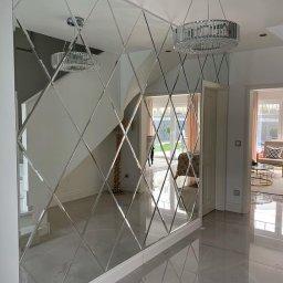 Wykonujemy ściany w stylu Glamour są to lustra ułożone w caro z fazą, kolor luster może być srebrny,grafitowy, brązowy lub lustra postarzane retro.