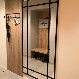 Wykonujemy lustra w stylu loft w aluminium lub drzewie.