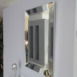 Wykonujemy lustra z lustrzaną ramą pod kątem nadaje głębie.