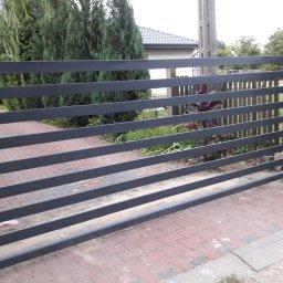 Brama przesuwna panelowa na wymiar.        Ocynkowana i lakierowana proszkowo.