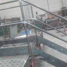 Schody plus balustrada