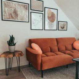 Czy warto inwestować w mieszkanie ze skosami i jak zaaranżować pomieszczenia?