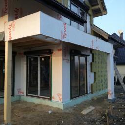 Okna Veka Perfektline, rolety zewnetrzne natynkowe, montaz - budynek w konstrukcji szkieletowej