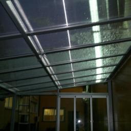 Przejrzysty dach palarni