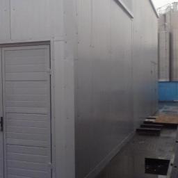 Niewielka hala przemysłowa z płyty warstwowej