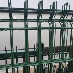Ogrodzenie panelowe, panel ogrodzeniowy Panel ogrodzeniowy Oferujemy panele ogrodzeniowe w różnych rozmiarach, o różnych średnicach pręta oraz kolorach. Panel ogrodzeniowy jest łatwy w montażu, a przy tym wizualnie wpisuję się w dzisiejsze trendy.