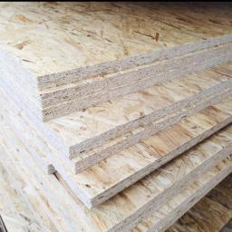 Płyta OSB, deski, płyty, konstrukcje drewniane Konstrukcje drewniane, artykuły wykończeniowe, drewno, deski, płyty. Płyta OSB służy do realizacji różnych konstrukcji, budowy ścianek wewnętrznych, schodów, stropów, podłóg mebli.