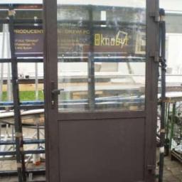 Witryna i drzwi z alu/brąz_wystawowe